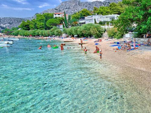 Pebble beach Brzet between Omis and Nemira