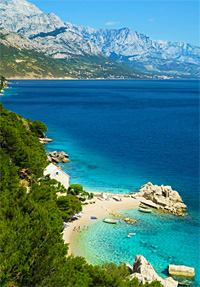 Welcome to the blue paradise in the heart of the Croatian Adriatic. Unique beachfront location and natural setting close to Split and Dubrovnik